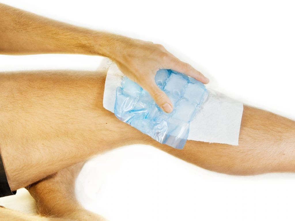 Ohladite koljeno ledom
