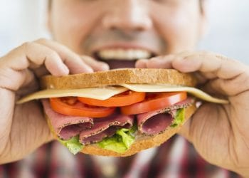 Sporijim konzumiranjem hrane možete izgubiti višak kilograma