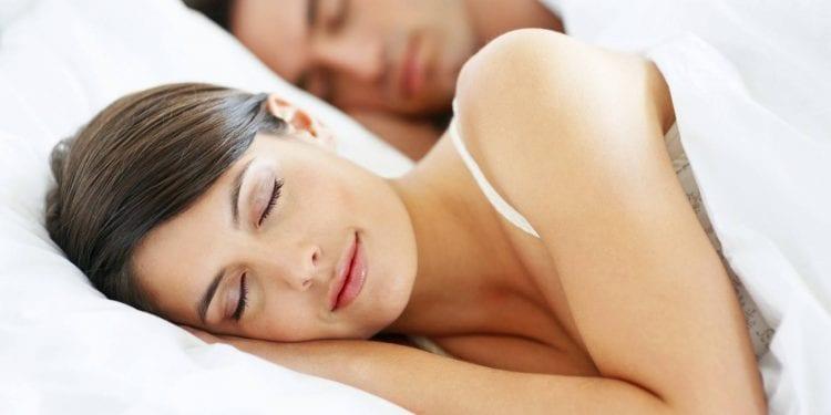 Spavajte kao beba uz banane, kivi, jogurt, mlijeko, ribu, špinat ili sireve